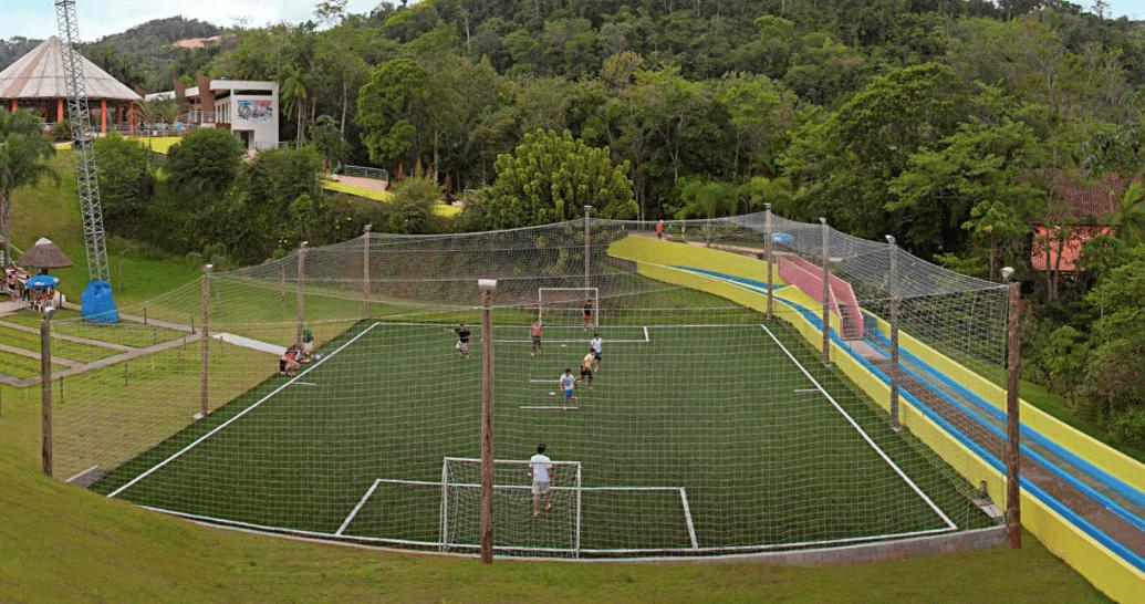 Parque Aquático Cascanéia em Blumenau: Quadra de futebol
