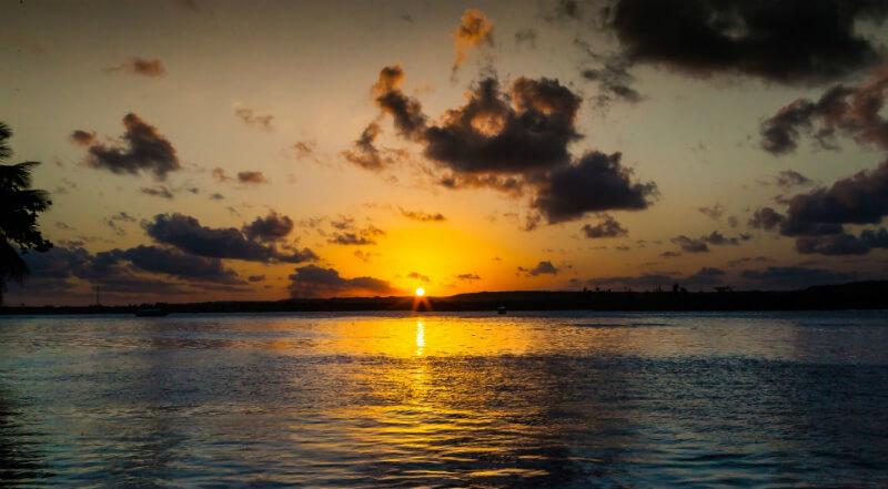 Pôr do sol na Lagoa Mundaú em Maceió