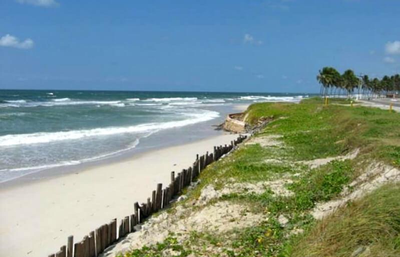 Curta o dia na praia do Pontal da Barra em Maceió