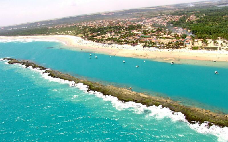 Vista aérea da praia do Francês em Maceió