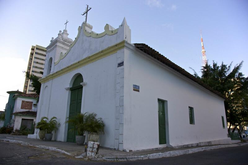 Igreja São Gonçalo em frente ao Mirante São Gonçalo em Maceió