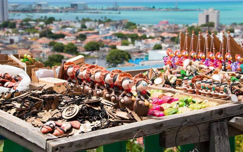 Feira de artesanato no Mirante São Gonçalo em Maceió