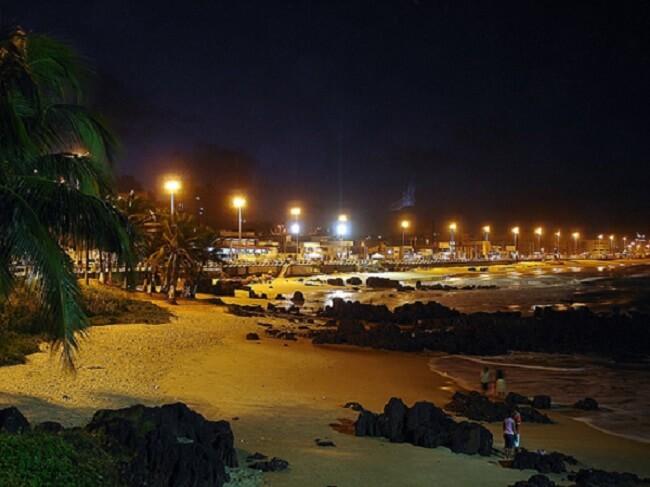 Noite na praia dos Artistas em Natal