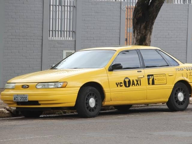 Ir do aeroporto de Bonito até o centro da cidade de táxi