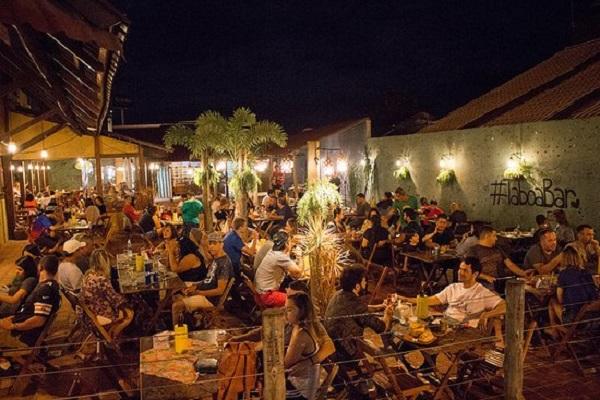 Bar para ir em um roteiro de viagem em Bonito